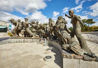 본이 미지는 6·25전쟁 상징조형물_2번  썸네일 사진입니다.